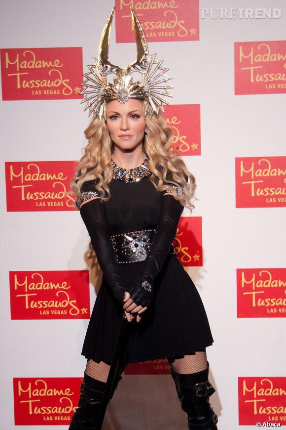 Une pose assurée et sexy, une tenue qui brille de mille feux, une couronne inoubliable : la statue de cire de Madonna la représente dans toute sa gloire.