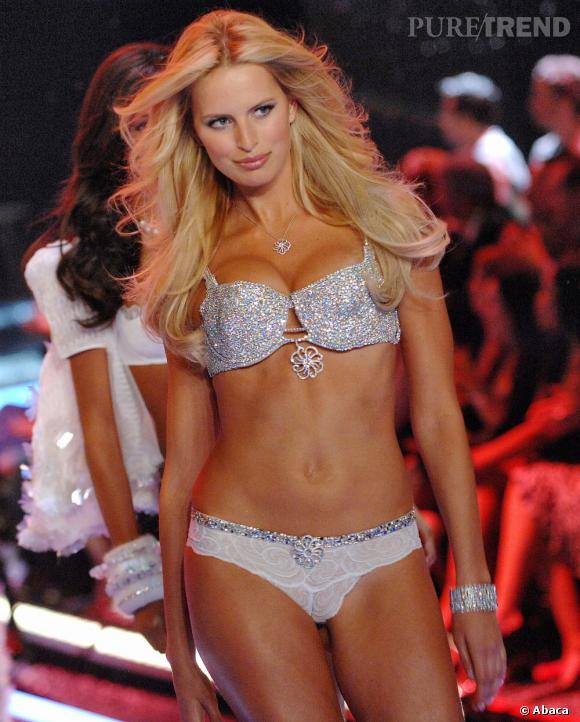 "En 2006 :  Karolina porte son second Fantasy Bra, le ""Hearts on Fire"" à 6,5 millions de dollars."