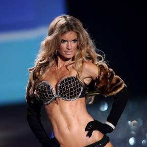 """En 2009 : Marissa Miller arbore le modèle """"Harlequin"""" à 2,5 millions de dollars."""