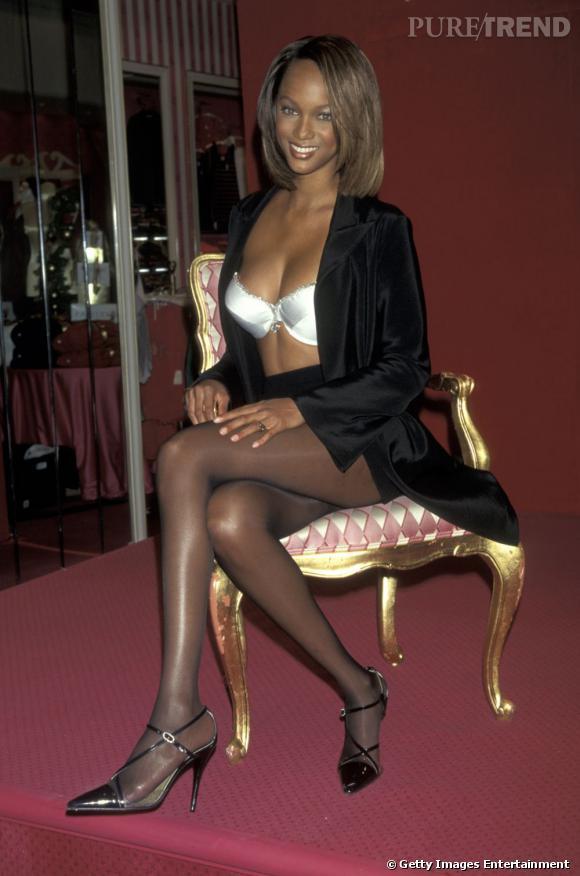 """En 1997 :  Tyra Banks porte le deuxième Fantasy Bra de l'histoire de Victoria's Secret, le """"Diamond Dream"""" à 3 millions de dollars."""