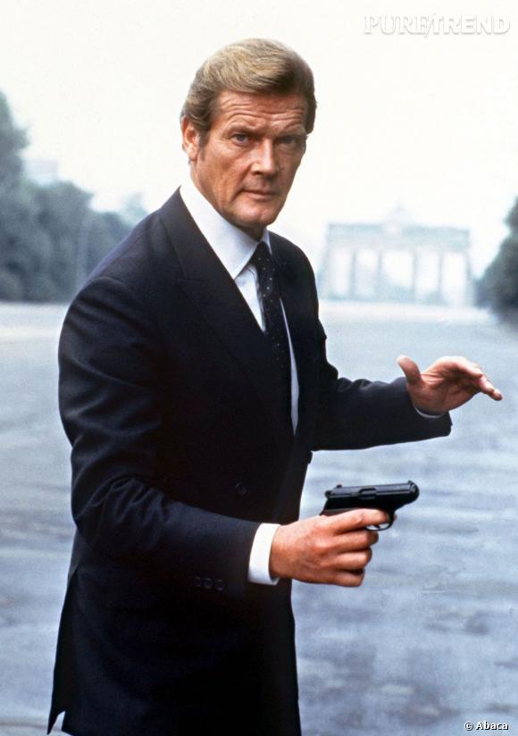 Troisième James Bond à l'écran, Roger Moore apporte son sens de l'humour à la franchise. Niveau brushing, l'Anglais est adepte de la mèche de côté.