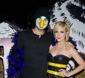 Brittany Snow opte pour un costume classique d'abeille.