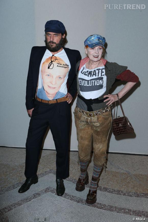 Venue assister au défilé Saint Laurent en octobre dernier, la créatrice était accompagnée de son mari Andreas Kronthalerek qui portait ledit t-shirt.