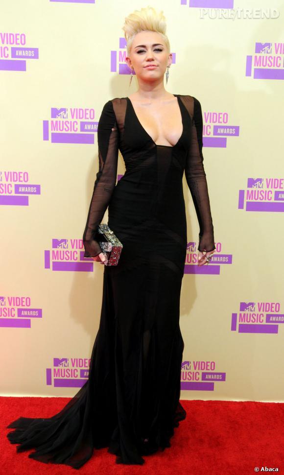 Miley Cyrus a récemment perdu beaucoup de poids. Grâce à son régime sans gluten ?
