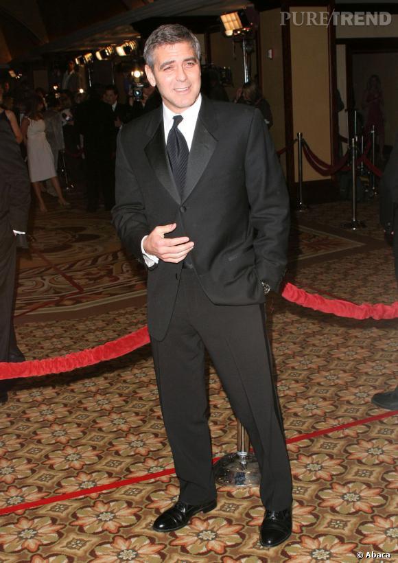 George Clooney version costume trois pièces sait faire preuve d'élégance lors des soirées huppées.
