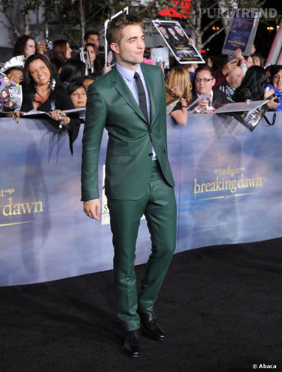 Robert Pattinson choisit de se démarquer avec un costume émeraude.