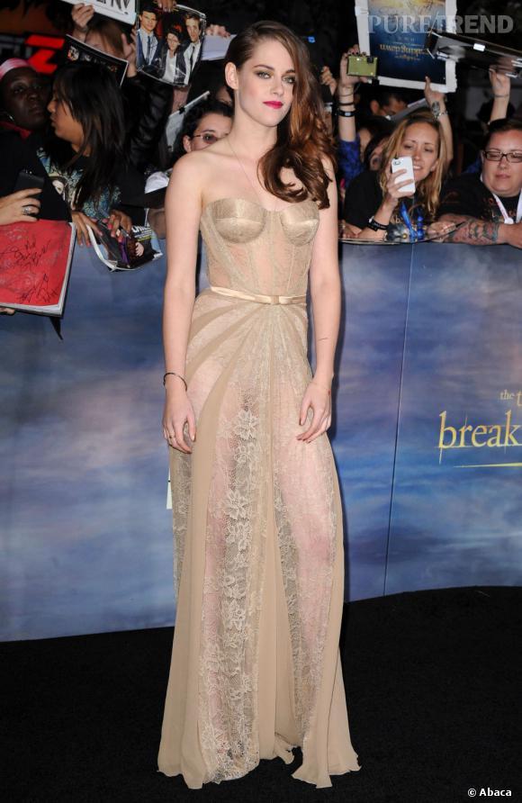 Kristen Stewart, la star de la soirée, prend la robe dans une robe transparente Zuhair Murad.