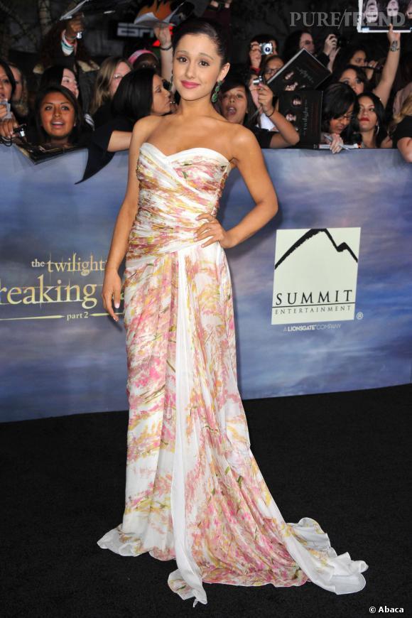 Ariana Grande, divine en robe bustier drapée.