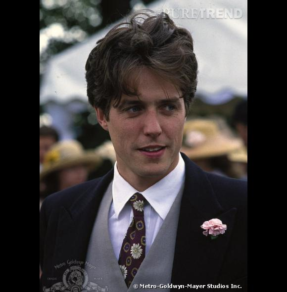 """Dans """"4 mariages et un enterrement"""", Hugh Grant a tout du héros british et romantique avec sa chevelure décoiffée d'éternel adolescent."""