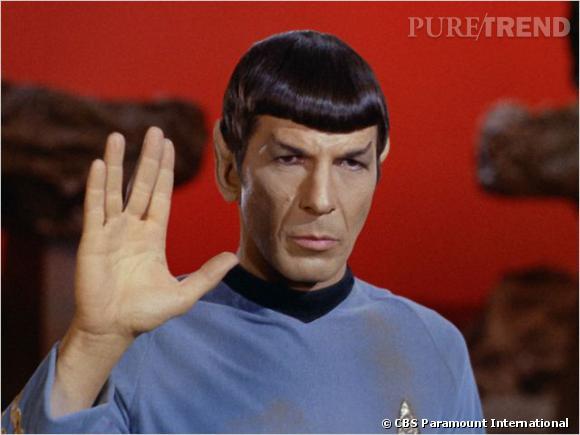 """Dans l'adaptation sur grand écran de la série """"Star Trek"""", Leonard Limoy alias le commandant Spock arbore une coupe au bol ultra-lisse."""