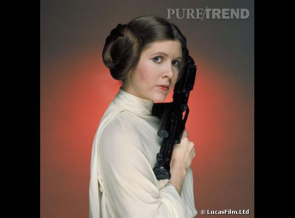 "Coiffure culte de la saga ""Star Wars"", le chignon macarons de la Princesse Leia, alias Carrie Fisher."
