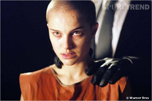 """Pour """"V pour Vendetta"""", Natalie Portman passe par l'étape tondeuse et affiche un crâne rasé."""