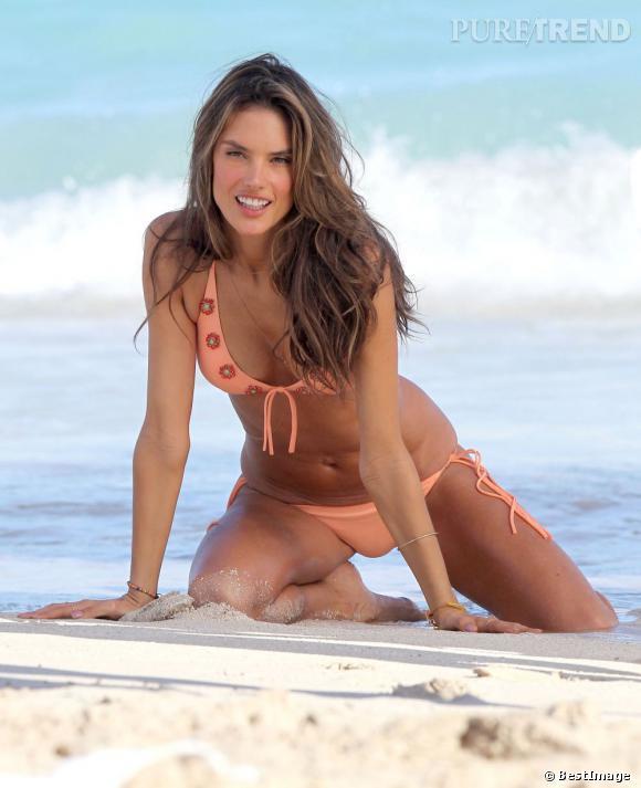 Alessandra Ambrosio passe l'hiver en maillot pour un shooting Victoria's Secret sur les plages de Saint Barthelemy.