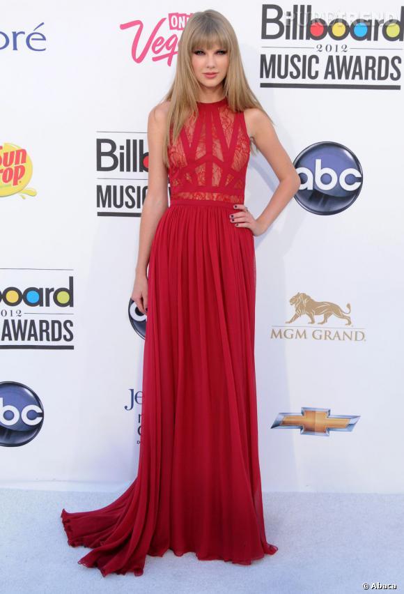 """Taylor Swift, winneuse grâce à ses tournées, sa participation à la B.O d'""""Hunger Games"""", son album RED, et ses nombreuses histoires d'amour !"""