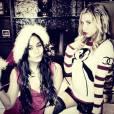 Vanessa Hudgens et Ashley Tisdale  jouent les lutins de Noël.