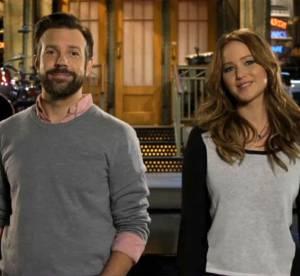 Jennifer Lawrence : auto-derision en duo avec Jason Sudeikis pour Saturday Night Live