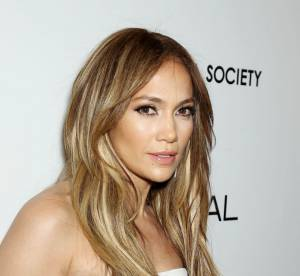 Jennifer Lopez : sa neo-moon manucure, a copier !