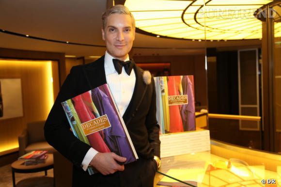 """Cameron Silver présente son livre """"Decades, A Century of Fashion"""" chez Moynat à Paris"""