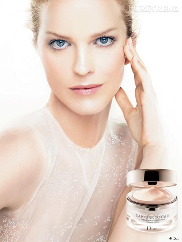 Eva Herzigova, sublime dans la campagne Capture Totale de Dior.