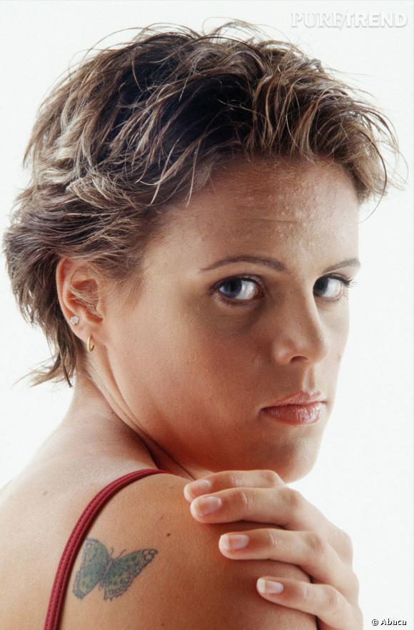 L'évolution beauté de Laure Manaudou : Un an auparavant, en 2003, la nageuse n'a pas hésité à tenter la coupe garçonne. On a un peu de mal à la reconnaître.