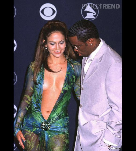 Jennifer Lopez fait tourner les têtes avec sa robe Versace lors de la cérémonie des Grammy Awards 2000.
