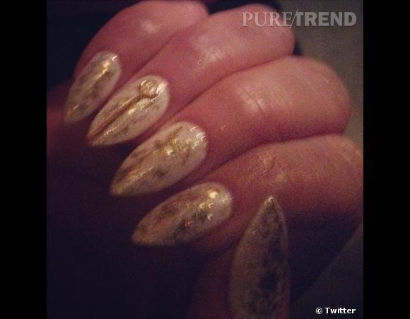 Les coulisses beauté des Grammy Awards 2013 sur Twitter    La manucure bling bling de Jennifer Lopez, via le Twitter de Tom Bachik, nail artist.