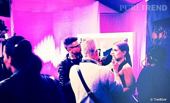 Les coulisses beauté des Grammy Awards 2013 sur Twitter    Dernier coup de peigne avant le tapis rouge pour Kelly Osbourne.