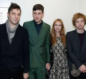 Jamie Hince, Mark Ronson, sa femme Josephine de la Baume et son frère Alexandre dans les backstage du Show Etam 2013.