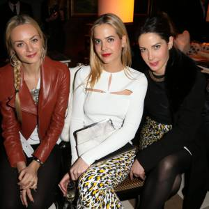 Virginie, Jenna et Prisca Courtin-Clarins au premier rang du défilé H&M.