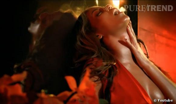 """Beyoncé Knowles est allée un peu loin dans la pub de son parfum """"Heat""""..."""