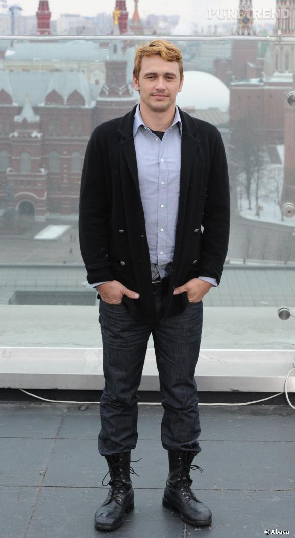 Le flop promo : C'est en blond et avec un look douteux que James Franco prend la pose lors d'un photocall pour Le Monde Fantastique d'Oz à Moscou.