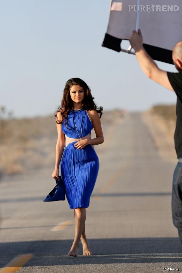 Selena Gomez n'hésite pas à jouer de sa crinière.