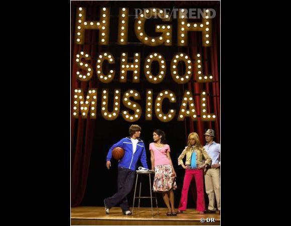 Mèche sur les yeux pour l'un et longue crinière brune bouclée pour l'autre, les héros de  High School Musical  sont des gentils ados bien dans leur époque.