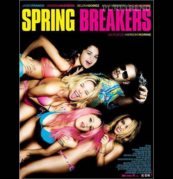Dans Spring Breakers, les filles ont les cheveux libres et wavy bruns, décolorés voire roses !