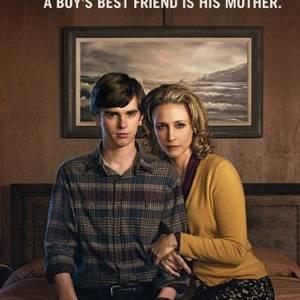 """""""Bates Motel"""", la nouvelle série très dérangeante de la chaîne A&E, avec Freddie Highmore et Vera Farmiga."""