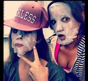 Ashley Benson, Shay Mitchell... Masques en tissu et poses loufoques dans le best of Twitter