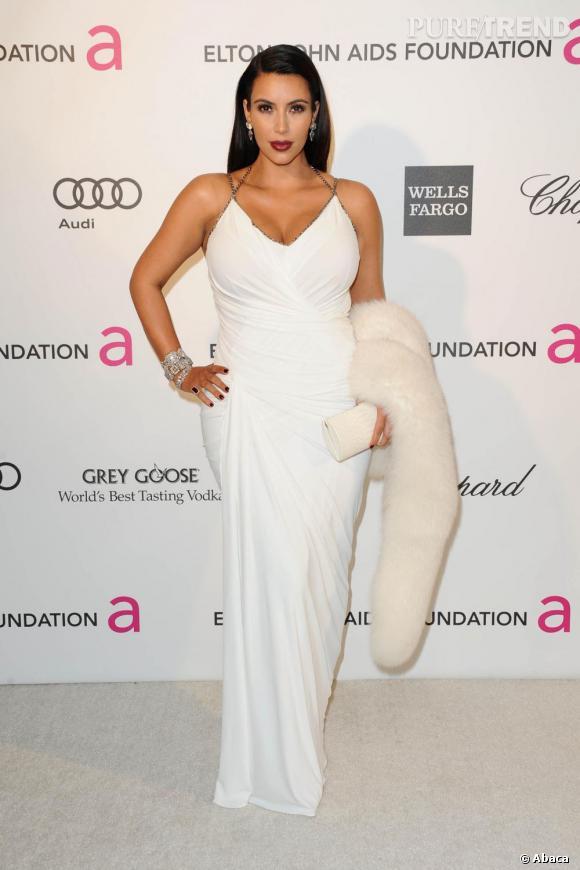 Kim Kardashian met le paquet lors de la soirée de la Elton John Aids Foundation.