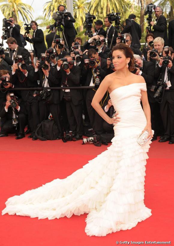 Eva Longoria, l'une des actrices hollywoodiennes les plus sexy, va-t-elle oser s'inscrire sur un site de rencontres ?
