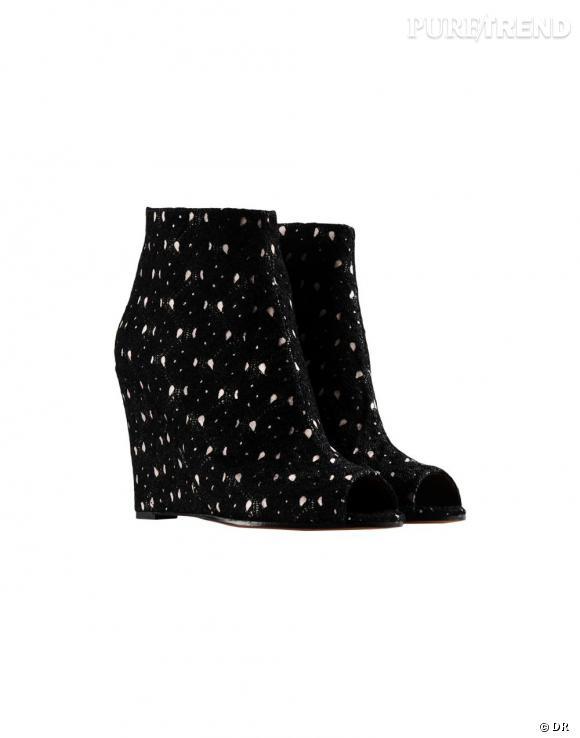 Nos must have à shopper sur le nouveau e-shop de Missoni :    Compensées peep toe, 648 €