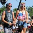 Ireland Baldwin et son boyfriend Slater à Coachella.
