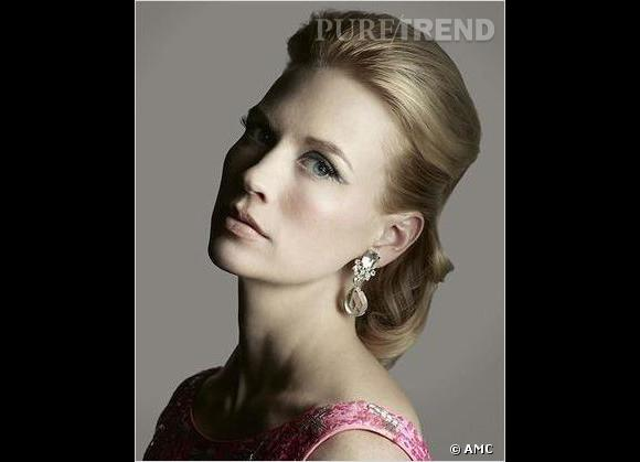 Trait d'eyeliner épais pour un regard dramatique et teint de porcelaine pour January Jones, alias Betty Draper.