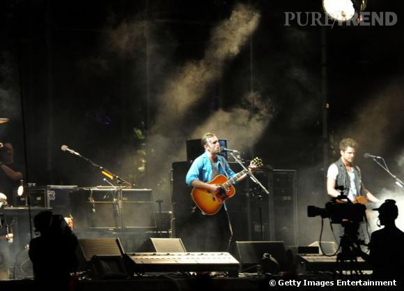 On peut entendre les accords de guitare de Use Somebody des Kings of Leon en 2011.