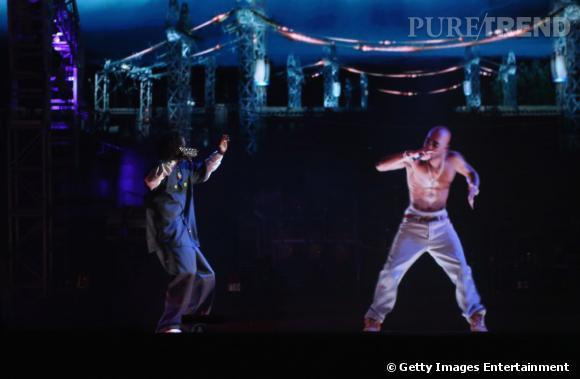 Evénement de 2012, le duo Snoop Dogg et Tupac en hologramme.