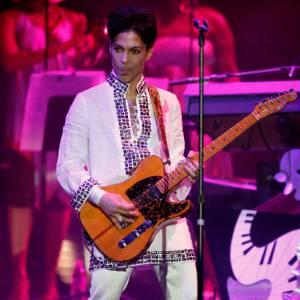 Prince, sans couleur mais avec des paillettes en 2008.