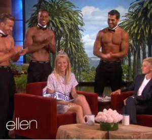 Gwyneth Paltrow se fait couronner par des strip-teaseurs.