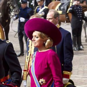 La reine Maxima des Pays Bas adore la couleur et ne se prive pas.