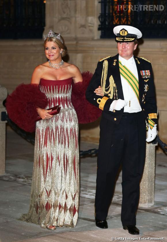 La reine Maxima des Pays Bas possède le port altier nécessaire à toute souveraine.