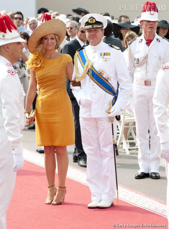 La reine Maxima des Pays Bas n'est pas du genre total look noir.