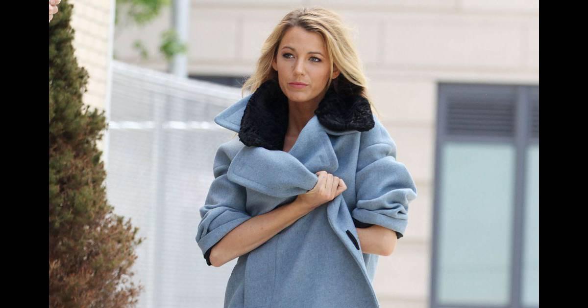 blake lively porte un manteau bleu ciel et col noir avec. Black Bedroom Furniture Sets. Home Design Ideas