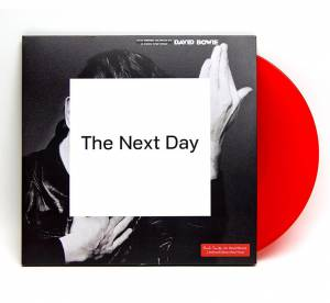 "Paul Smith signe le vinyle ""The Next Day"" de David Bowie, un collector"
